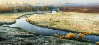 Утро живописный рассвет осени Река осени Стоковое фото RF