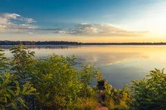 Утро лета на речном береге Стоковые Изображения