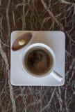 Утро молока пролома питья эспрессо чашки cofee шоколада капучино ароматности кофе пустое горячее Стоковое Изображение RF