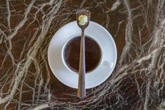 Утро молока пролома питья эспрессо чашки cofee шоколада капучино ароматности кофе пустое горячее стоковое фото rf
