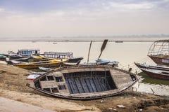 Утро на реке Ganga varanasi Индия Стоковые Фото