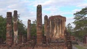 Утро на руинах старого буддийского виска Wat Chetuphon Sukhothai, Таиланд видеоматериал