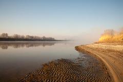 Утро на тумане реки рано утром Стоковое Изображение RF