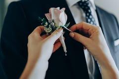 Утро невест первое собрание Одежды носки жениха и невеста стоковое изображение rf