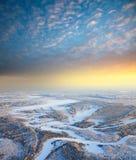 утро пущи морозное над космосами реки Стоковые Изображения