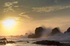 Утро, пляж, утес и риф Стоковое фото RF