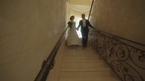 Утро свадьбы Первое собрание жениха и невеста в bridal квартирах перед свадебной церемонией сток-видео