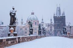 Мост в зиме, Прага Карла Стоковое Изображение RF