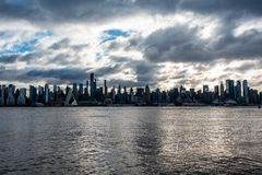 Утро Солнце горизонта Нью-Йорка стоковое изображение rf