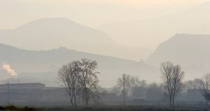 утро тумана сельской местности предыдущее над испанским языком Стоковая Фотография RF