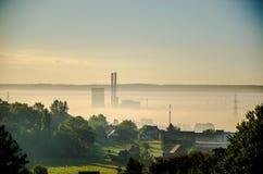 утро лужка тумана над водой стоковые изображения rf