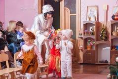 Утро ` s Нового Года в репортаже Lutsk 21 детского сада редакционном 12 2015 Стоковые Изображения