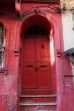 утюг двери старый стоковые фотографии rf