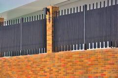Утюг и загородка кирпича домашняя Стоковое фото RF