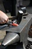 утюг ковати в горячем состоянии Стоковые Изображения RF