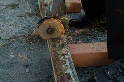 Утюг отрезанный точильщиком стоковое фото rf