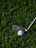 утюг травы гольфа шарика Стоковое фото RF