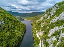 Утюг ущелий Дуная neear стробирует Румынию - Сербию стоковые фотографии rf