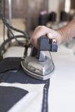 Утюжить частей портняжничанной куртки Стоковая Фотография RF