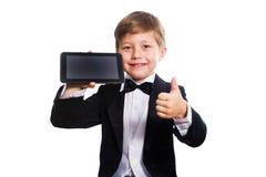 Ухищренные изолированные мальчик и таблетка, Стоковая Фотография RF