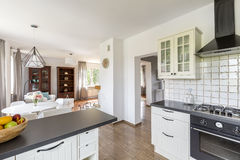 Ухищренные решения для крошечной квартиры стоковые изображения rf