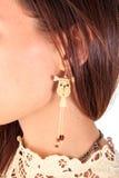 Ухо женщины с серьгой стоковое фото