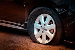 Ухудшение качества автошины причина аварии стоковое фото