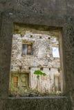 Ухудшение качества домов в старом городке Мали Ston стоковая фотография