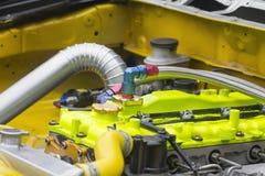 участвовать в гонке двигателя автомобиля Стоковое Фото