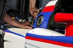 участвовать в гонке механика автомобиля Стоковая Фотография RF