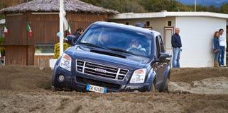 участвовать в гонке пляжа 4x4 Стоковая Фотография