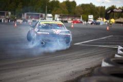 участвовать в гонке смещения автомобиля Стоковое фото RF