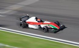 участвовать в гонке формулы 2 автомобилей Стоковые Изображения RF