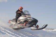 участвовать в гонке snowmobile Стоковая Фотография