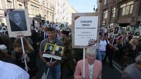 Участники бессмертного полка - общественного действия, во время которого участники снесли знамена видеоматериал