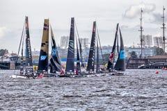 Участники весьма плавая катамаранов поступка 5 серии участвуют в гонке 1-ого-4 сентября 2016 в Санкт-Петербурге, России Стоковое Изображение