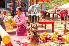 Участники во время Нового Года торжества китайского в виске китайца Chang Koh Стоковые Фотографии RF