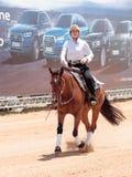 Участники в конноспортивных конкуренциях выполняют на ферме лошади Стоковые Фото