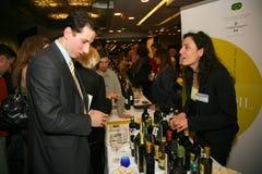 Участники и посетители к выставке дела изготовителей и поставщиков итальянских вин и еды vinitaly Стоковая Фотография RF