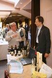 Участники и посетители к выставке дела изготовителей и поставщиков итальянских вин и еды vinitaly Стоковые Изображения