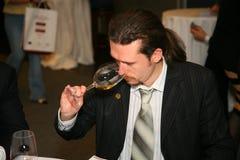 Участники и посетители к выставке дела изготовителей и поставщиков итальянских вин и еды vinitaly Стоковое фото RF