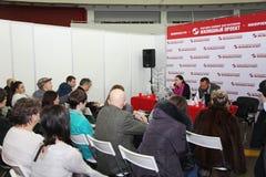 Участники и посетители открытого выставк-реального проекта жилищного строительства семинара имущества Стоковое Фото