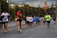 Участники марафона 6 Москва стоковые изображения