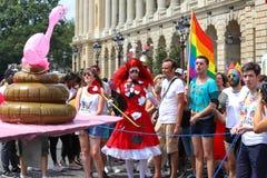 Участники парада гей-парада на месте конкорда в Париже, Франции стоковые изображения