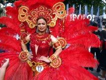 Участник в ее красочном костюме на параде во время фестиваля Sumaka в городе Antipolo Стоковое Изображение RF