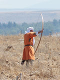 Участник в реконструкции рожков сражения Hattin в 1187 одел в костюмах лучника мусульманской армии, снимает стоковые изображения rf