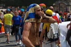 Участник парада гей-парада на месте конкорда в Париже, Франции стоковое изображение rf