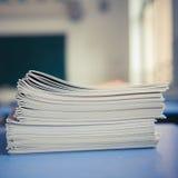 Ученические книги на столе Стоковая Фотография