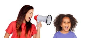 Учитель крича на смешной африканской девушке i стоковая фотография rf