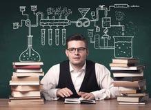 Учитель на классе химии Стоковые Изображения